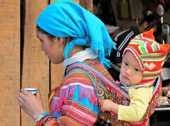 Le portage renforcerait le lien d'attachement mère-enfant