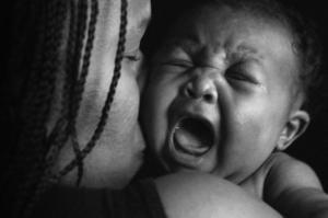 Mon bébé pleure avec moi et pas avec les autres, pourquoi ?