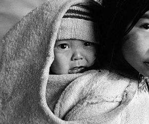 10 raisons de porter votre bébé