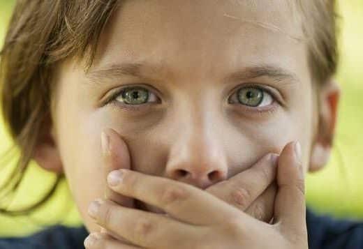 Mon enfant dit des gros mots, comment agir de façon bienveillante ?