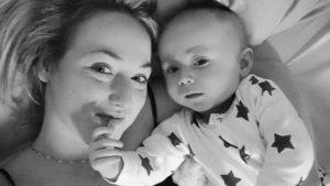Une mère du Staffordshire raconte comment son fils «a détecté son cancer»