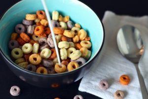 Le sucre est l'alcool des enfantspourtant, nous le laissons régner sur la table du petit-déjeuner