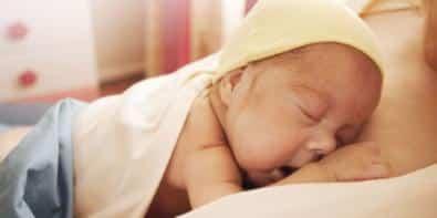 [Etude] Ne pas donner suffisamment de câlins à son bébé pourrait retarder son développement