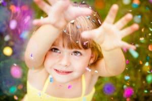 4 façons d'encourager la prévenance chez les enfants