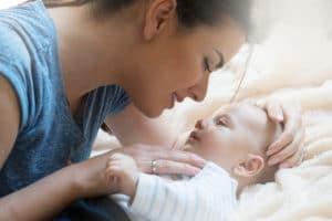 Une chose étonnante se produit lorsque vous regardez bébé dans les yeux !