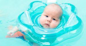 Pourquoi les bouées de cou pour bébé sont une TRÈS mauvaise idée