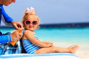 [Étude] Bébé et soleil : Les dangereuses habitudes des parents