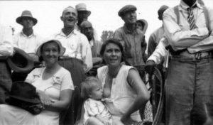 30 photos : depuis des décennies les femmes allaitent dans les lieux publics