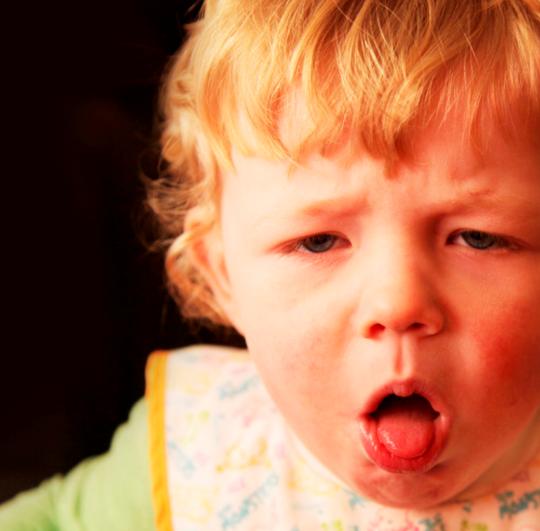 Toux des enfants : causes et traitements