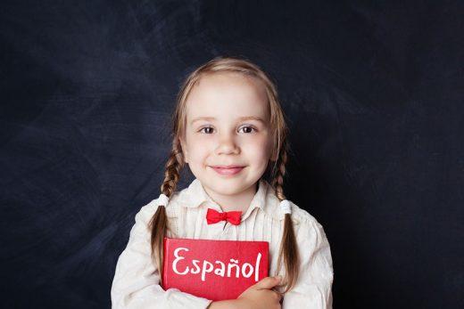 à partir de quel age un enfant apprend l'espagnol