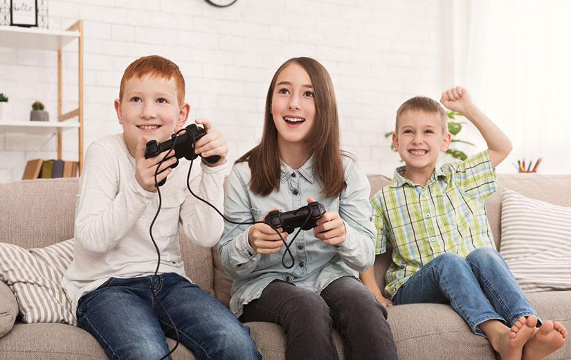 Enfant Qui Jouent aux Jeux Videos